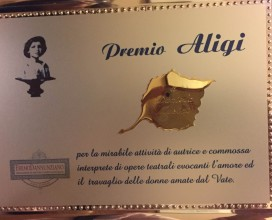 la-targa-premio-aligi-assegnato-a-daniela-musini