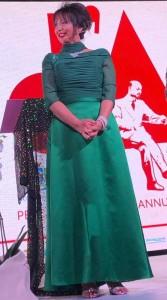 Daniela Musini sul palco dell'Aurum di Pescara in occasione del recital Vivere Ardendo
